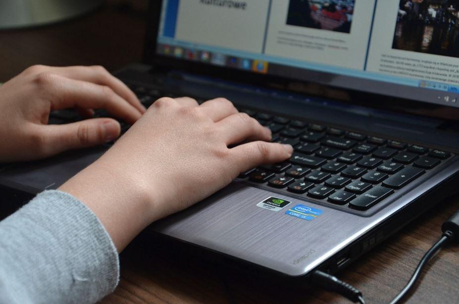 Comment trouver un assistant virtuel francophone ?